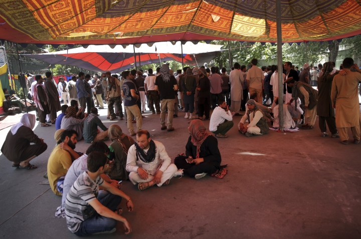 Protesters sit under a tent as the yplan to stay indefinitely near the Wednesday's suicide attack site, in Kabul, Afghanistan, Saturday, Jun 3, 2017. The demonstration in downtown Kabul that left several people dead has entered a second day. (AP Photos/Massoud Hossaini)