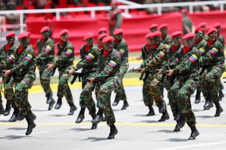 Soldiers march during a military parade to celebrate the 206th anniversary of Venezuela's independence in Caracas, Venezuela, July 5, 2017. REUTERS/Marco Bello
