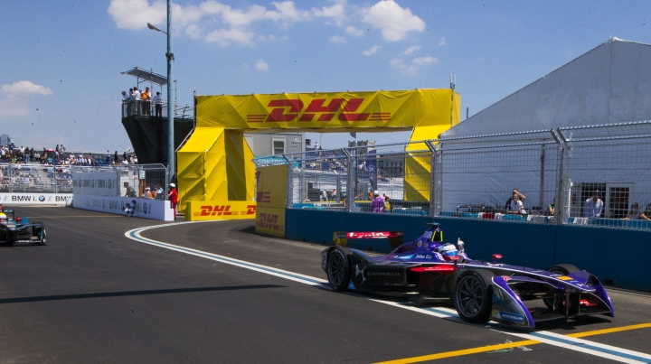 Sam Bird, of SDD Virgin Racing, right, wins during the final day of the Formula E New York City ePrix all-electric auto race Sunday, July 16, 2017, in the Brooklyn borough of New York. (AP Photo/Michael Noble Jr.)