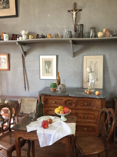 This Sept. 23, 2016 photo shows objects that artist Paul Cėzanne used for still life paintings at his studio, Atelier Cėzanne, in Aix-en-Provence, France. This small studio is where Cėzanne made his famous painting of Montagne Sainte-Victoire, which rises above the city. (AP Photo/Sally Carpenter Hale)