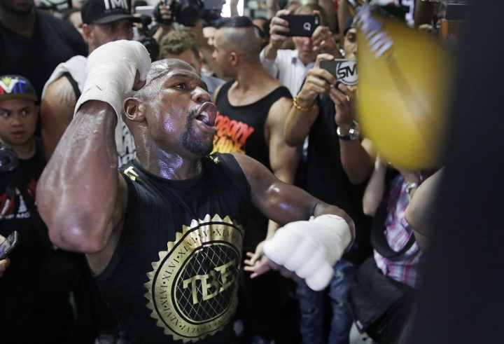 Floyd Mayweather Jr. trains at his gym Thursday, Aug. 10, 2017, in Las Vegas. Mayweather is scheduled to fight Conor McGregor later in the month. (AP Photo/John Locher)