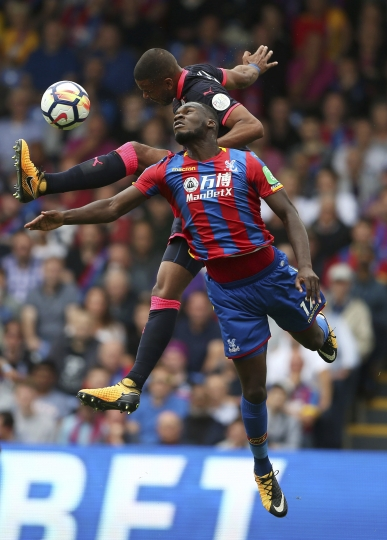 Huddersfield Town's Mathias Jorgensen, top, and Crystal Palace's Christian Benteke battle for the ball during the English Premier League soccer match at Selhurst Park, London, Saturday, August 12, 2017. (Scott Heavey/PA via AP)