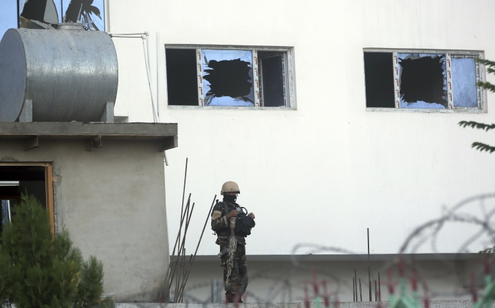 A security forces soldier stands guard after an attack on a Shiite mosque in Kabul, Afghanistan, Friday, Aug. 25, 2017. A senior hospital official says at least 20 people were killed in the hours-long siege of a Shiite Muslim mosque in the Afghan capital of Kabul. (AP Photo/Massoud Hossaini)