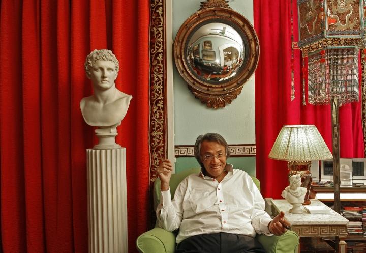 In this March 20, 2007, file photo, Hong Kong businessman David Tang poses during an interview at his home in Hong Kong. Tang, a flamboyant and outspoken socialite and entrepreneur who founded the Shanghai Tang fashion brand, has died. He was 63. (AP Photo/Vincent Yu, File)