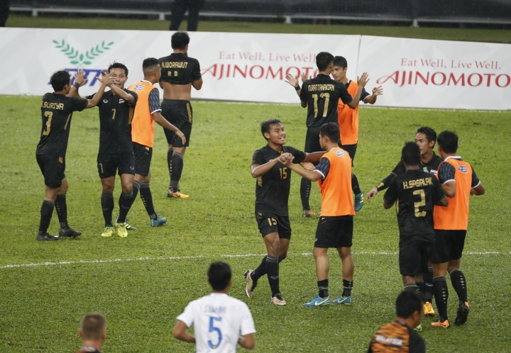 Thailand's team players celebrate after winning their match against Malaysia at the Men's soccer final match of the 29th South East Asian Games in Shah Alam, Malaysia, Tuesday, Aug. 29, 2017. (AP Photo/Vincent Thian)