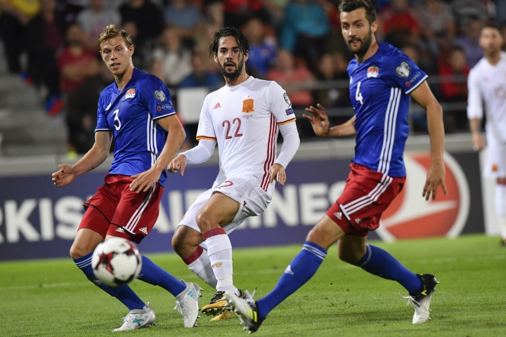 Spain's Isco, center, with Liechtenstein's Max Goeppel, left, and Daniel Kaufmann, during the 2018 Fifa World Cup Russia group G qualification soccer match between Liechtenstein and Spain at the Rheinpark stadium in Vaduz, Liechtenstein, on Tuesday, Sept.5, 2017. (Gian Ehrenzeller/Keystone via AP)