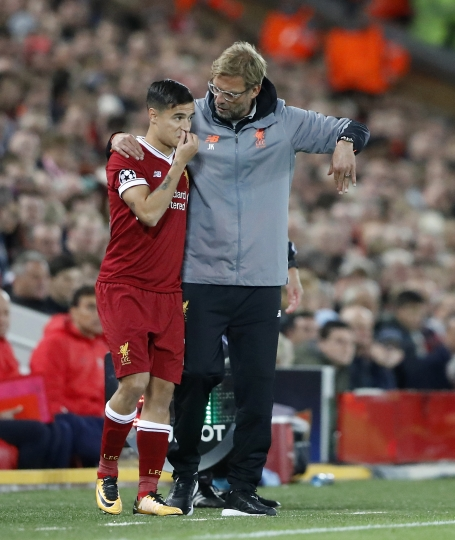 Liverpool coach Juergen Klopp, left, talks with his player Philippe Coutinho during the Champions League group E soccer match between Liverpool and Sevilla at Anfield stadium in Liverpool, England, Wednesday, Sept. 13, 2017. (AP Photo/Frank Augstein)