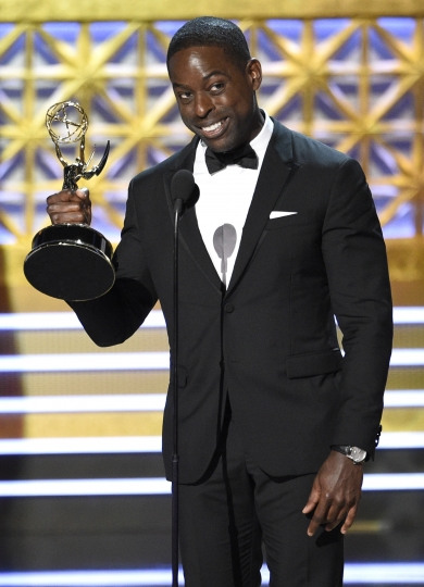 "Sterling K. Brown accepts the award for outstanding lead actor in a drama series for ""This Is Us"" at the 69th Primetime Emmy Awards on Sunday, Sept. 17, 2017, at the Microsoft Theater in Los Angeles. (Photo by Chris Pizzello/Invision/AP)"