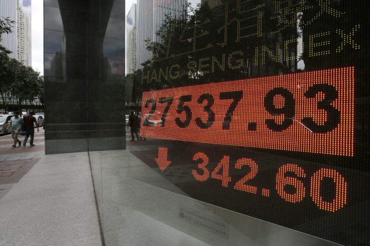 An electronic board shows Hong Kong share index outside a local bank in Hong Kong, Monday, Sept. 25, 2017. Asian shares were mixed on Monday as investors turned their attention to global politics and evaluated weekend election results from Germany and New Zealand. (AP Photo/Vincent Yu)