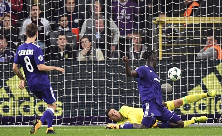 The ball goes past Anderlecht goalkeeper Frank Boeckx, center, as Celtic scores its second goal of the match during a Champions League Group B soccer match between Anderlecht and Celtic at the Constant Vanden Stock stadium in Brussels, Wednesday, Sept. 27, 2017. (AP Photo/Geert Vanden Wijngaert)