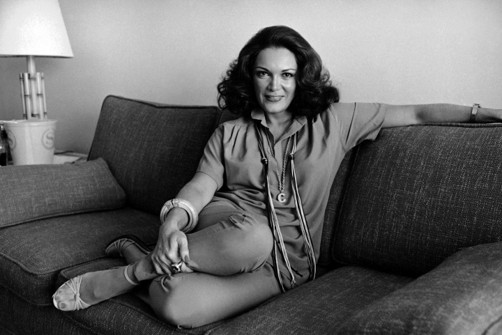 FILE - In this Nov. 27, 1978 file photo, singer Connie Francis poses for a portrait in Los Angeles. Francis, who gained fame in the1950s, is auctioning some of her favorite trinkets at Heritage Auctions in Beverly Hills on Sunday, (AP Photo/Wally Fong, File)