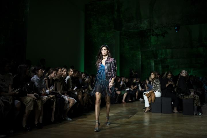 Model Sara Sampaio wears a creation for Elie Saab's Spring-Summer 2018 ready-to-wear fashion collection presented Saturday, Sept. 30, 2017 in Paris. (AP Photo/Kamil Zihnioglu)