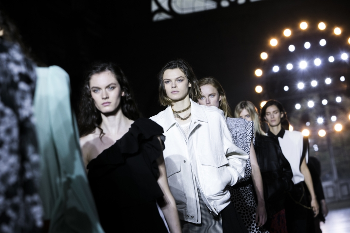ModeSl wear creations for Givenchy's Spring-Summer 2018 ready-to-wear fashion collection presented Sunday, Oct. 1, 2017 in Paris. (AP Photo/Kamil Zihnioglu)