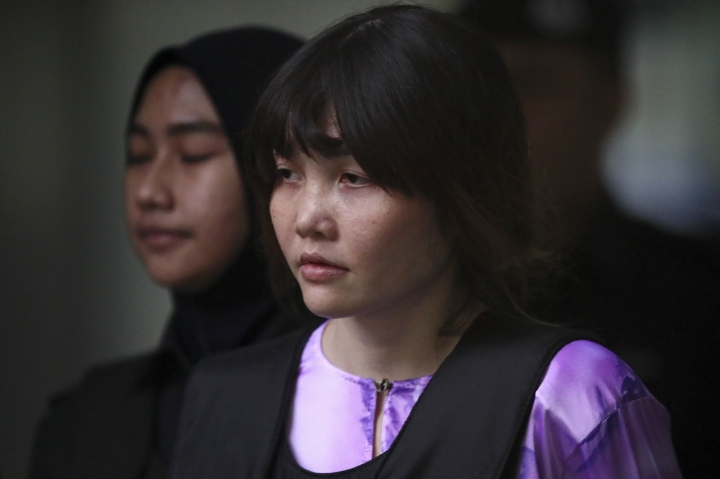 Vietnamese Doan Thi Huong, escorted by police as she leaves after the court hearing at Shah Alam court house in Shah Alam, outside Kuala Lumpur, Malaysia, Tuesday, Oct. 10, 2017. A chemist says the North Korean leader's brother had about 1.4 times the lethal dosage of VX nerve agent on his face after being attacked at a Malaysian airport. The chemist, testifying at the trial of two women accused of killing Kim Jong Nam, also said the fatal poison could not have been a two-part concoction but acknowledged VX or part of it may have been smuggled into the country.(AP Photo/Sadiq Asyraf)