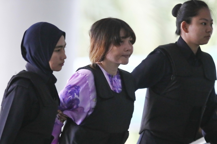 Vietnamese Doan Thi Huong, center, is escorted by police as she arrives for court hearing at Shah Alam court house in Shah Alam, outside Kuala Lumpur, Malaysia Tuesday, Oct. 10, 2017. Doan and Siti Aisyah of Indonesia, accused of killing the estranged half brother of North Korea's leader, pleaded not guilty at the start of the trial last week to charges of murder that carry a mandatory death sentence if they are convicted. (AP Photo/Sadiq Asyraf)