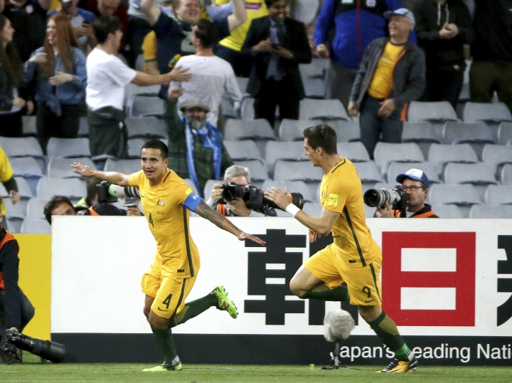 Australia's Tim Cahill, left, celebrates after scoring against Syria during their Soccer World Cup qualifying match in Sydney, Australia, Tuesday, Oct. 10, 2017. (AP Photo/Rick Rycroft)
