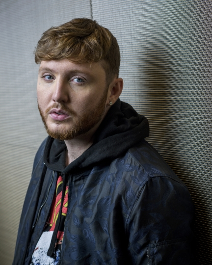 "In this Sept. 18, 2017 photo, British singer James Arthur poses for a portrait in New York to promote his latest album, ""Back From the Edge."" (Photo by Drew Gurian/Invision/AP)"