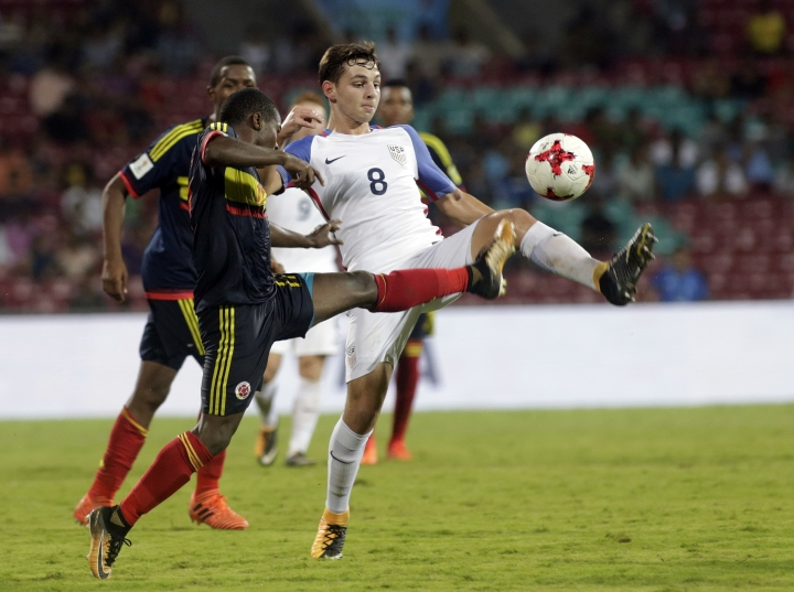 U.S player Blaine Ferri duels for the ball against Colombia's Deiber Caicedo during the FIFA U-17 World Cup match in Mumbai, India, Thursday, Oct. 12, 2017. (AP Photo/Rajanish Kakade)