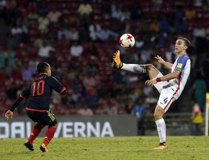U.S player James Sands duels for the ball against Colombia's Brayan Gomez during the FIFA U-17 World Cup match in Mumbai, India, Thursday, Oct. 12, 2017. (AP Photo/Rajanish Kakade)