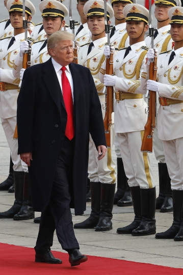 U.S. President Donald Trump reviews an honor guard with Chinese President Xi Jinping during a welcome ceremony at the Great Hall of the people in Beijing, Thursday, Nov. 9, 2017. (AP Photo/Andy Wong)