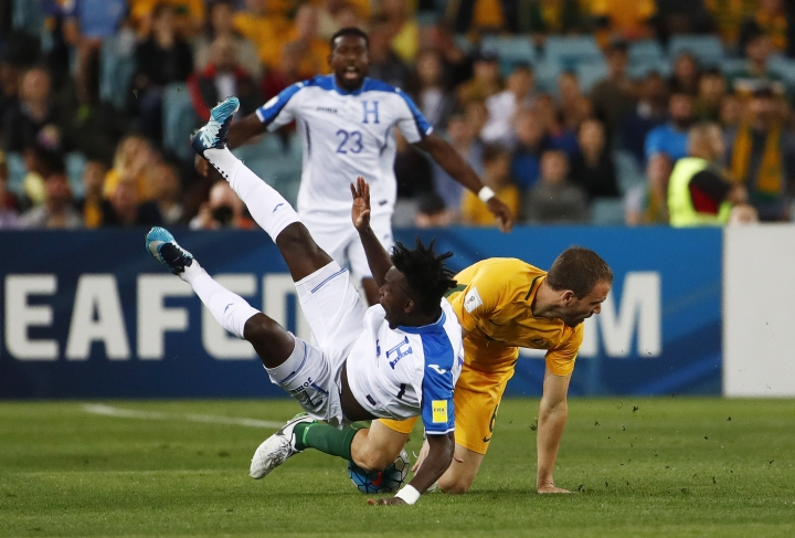 Honduras' Alberth Elis is fouled by Australia's Matthew Jurman during their World Cup soccer playoff deciding match in Sydney, Australia, Wednesday, Nov. 15, 2017. (AP Photo/Daniel Munoz)