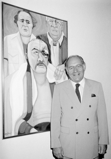"In this May 10, 1984, file photo, Ferdie Pacheco stands in front of his painting of boxer Chuck Wepner at Manhattan's Spectrum Fine Art Gallery in New York. Fernando ""Ferdie"" Pacheco, ""The Fight Doctor"" who served as Muhammad Ali's ringside physician, died Thursday morning, Nov. 16, 2017, at his Miami home after prolonged illness, his daughter, Tina Louise Pacheco, said. He was 89. (AP Photo/Lance Jeffrey)"