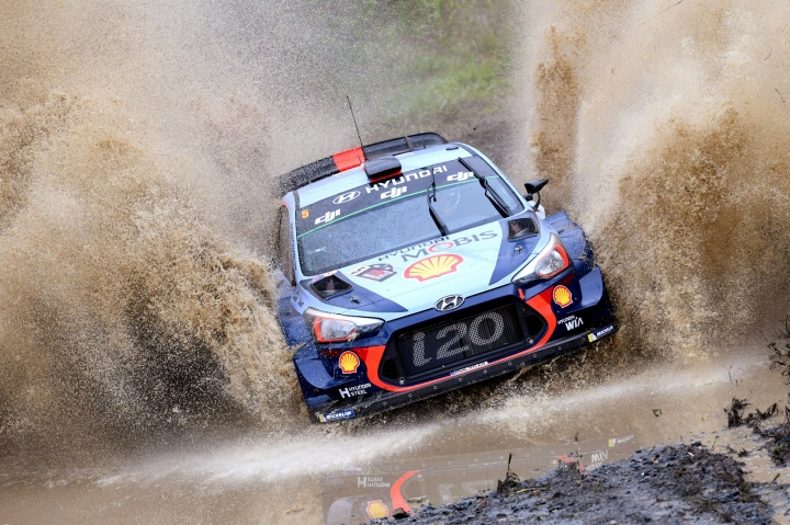 Belgian's Thierry Neuville and co-driver Nicolas Gilsoul race through water during the Rally of Australia, near Coffs Harbour, Friday, Nov. 17, 2017. (Jeremy Rogers/Rally Australia via AP)
