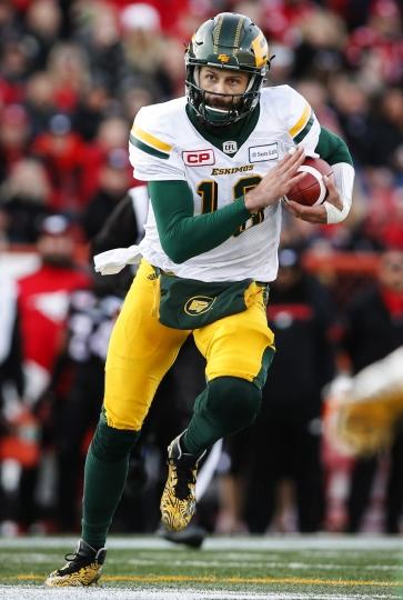 Edmonton Eskimos' quarterback Mike Reilly runs the ball during first quarter CFL West Final football action against the Calgary Stampeders in Calgary, Sunday, Nov. 19, 2017. (Jeff McIntosh/The Canadian Press via AP)