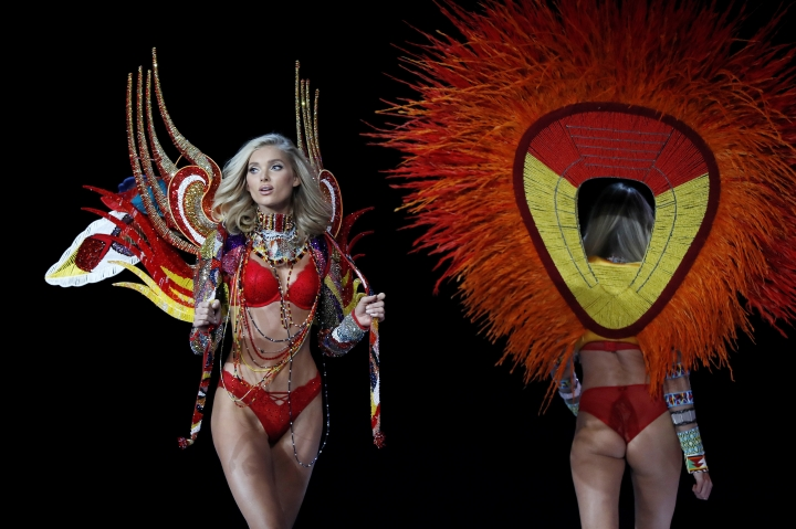 Model Elsa Hosk wears a creation during the Victoria's Secret fashion show at the Mercedes-Benz Arena in Shanghai, China, Monday, Nov. 20, 2017. (AP Photo/Andy Wong)