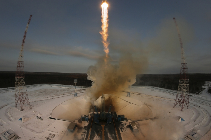 A Russian Soyuz 2.1b rocket carrying the Meteor M satellite and additional 18 small satellites, lifts off from the launch pad at the new Vostochny cosmodrome outside the city of Tsiolkovsky, about 200 kilometers (125 miles) from the city of Blagoveshchensk in the far eastern Amur region, Russia, Tuesday, Nov. 28, 2017. (AP Photo/Dmitri Lovetsky)
