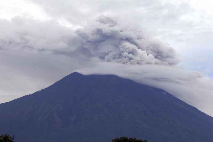 Mount Agung volcano spews smoke and ashes in Karangasem, Bali, Indonesia, Wednesday, Nov. 29, 2017. The volcano with a deadly history on Indonesia's Bali, one of the world's most popular resort islands, has spewed ash 7,600 meters (4.7 miles) high and closed the island's international airport for a third day Wednesday. (AP Photo/Firdia Lisnawati)