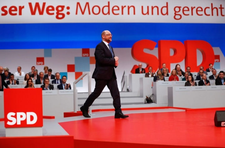 Social Democratic Party (SPD) leader Martin Schulz walks onto a podium during an SPD party convention in Berlin, Germany, December 7, 2017. REUTERS/Fabrizio Bensch
