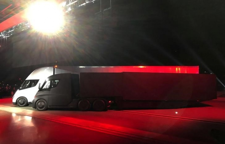 FILE PHOTO - Tesla's new electric semi truck is unveiled during a presentation in Hawthorne, California, U.S., November 16, 2017. REUTERS/Alexandria Sage