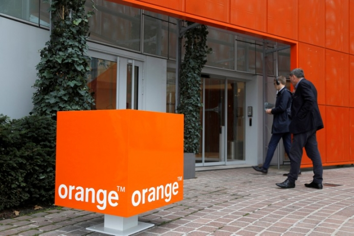 FILE PHOTO: The logo of French telecoms group Orange is seen at the entrance of the  Cyberdefense division headquarters at Nanterre, France, October 5, 2017. REUTERS/Charles Platiau/File Photo