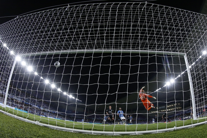 Brazil's Gremio Everton scores against Mexico's Pachuca goalkeeper Oscar Perez the opening goal of his team during the Club World Cup semifinal soccer match between Gremio and Pachuca at the Hazza Bin Zayed stadium in Al Ain, United Arab Emirates, Tuesday, Dec. 12, 2017. (AP Photo/Hassan Ammar)