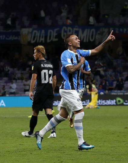 Brazil's Gremio Everton celebrates after scoring the opening goal of his team during the Club World Cup semifinal soccer match between Gremio and Pachuca at the Hazza Bin Zayed stadium in Al Ain, United Arab Emirates, Tuesday, Dec. 12, 2017. (AP Photo/Hassan Ammar)