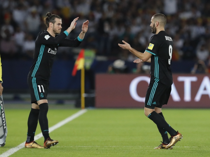 Real Madrid's Gareth Bale, left, enters as Real Madrid's Karim Benzema leaves the field of play during the Club World Cup semifinal soccer match between Real Madrid and Al Jazira Club at Zayed sport city in Abu Dhabi, United Arab Emirates, Wednesday, Dec. 13, 2017. (AP Photo/Hassan Ammar)