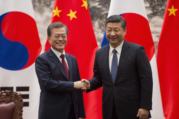 South Korean President Moon Jae-in, left, and Chinese President Xi Jinping shake hands at the end of a signing ceremony at the Great Hall of the People in Beijing, Thursday, 14, 2017. (Nicolas Asfouri/Pool Photo via AP)