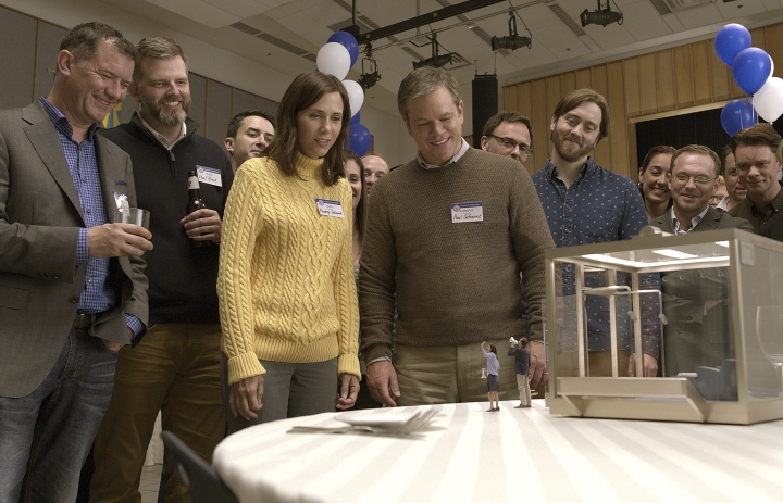 "In this image released by Paramount Pictures, Kristen Wiig, center left, and Matt Damon, center right, appear in a scene from ""Downsizing."" (Paramount Pictures via AP)"