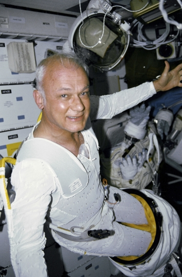 This April 29, 1990 photo made available by NASA shows astronaut Bruce McCandless aboard the space shuttle Discovery. The Johnson Space Center says McCandless died Thursday, Dec. 21, 2017 in California. (NASA via AP)