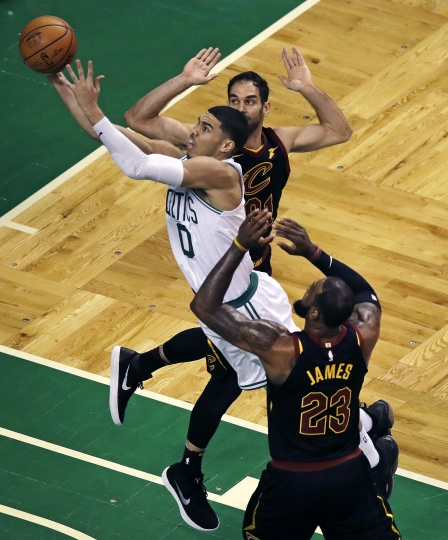Boston Celtics forward Jayson Tatum (0) threads between Cleveland Cavaliers forward LeBron James (23) and guard Jose Calderon on a drive to the basket during the first quarter of an NBA basketball game in Boston, Wednesday, Jan. 3, 2018. (AP Photo/Charles Krupa)