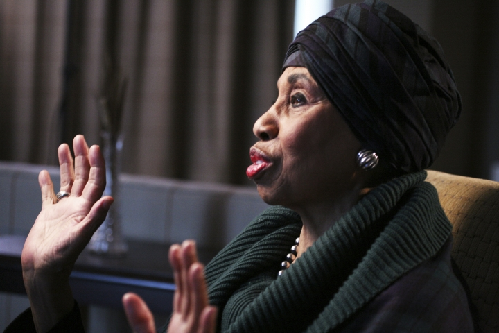 "In this 2017 photo, legendary soprano Leontyne Price talks during an interview about the Metropolitan Opera's move to Lincoln Center in 1966, in New York. ""The Opera House,"" a documentary to be broadcast to theaters worldwide Saturday, Jan. 13, 2018, as part of the Metropolitan Opera's ""Live in HD"" series, includes an interview with soprano Price. (Roger Phenix/Metropolitan Opera via AP)"
