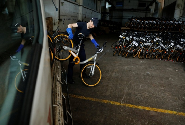 Zhivko Girginov, a Bulgarian living in Singapore, returns damaged Obikes to their warehouse after gathering them around his neighbourhood in Singapore December 29, 2017. REUTERS/Edgar Su