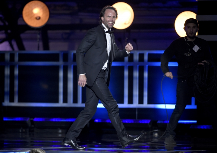 "Walton Goggins walks on stage to accept the award for best supporting actor in a comedy series for ""Vice Principals"" at the 23rd annual Critics' Choice Awards at the Barker Hangar on Thursday, Jan. 11, 2018, in Santa Monica, Calif. (Photo by Chris Pizzello/Invision/AP)"