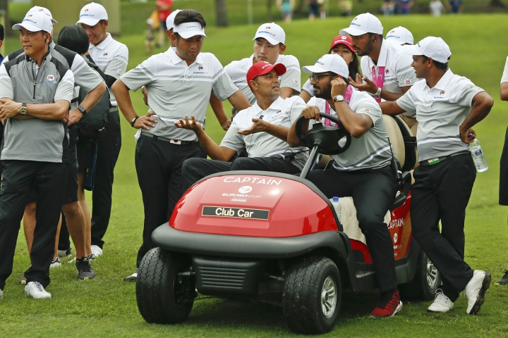 Team Asia captain, Arjun Atwal of India, center, talks to the team during the foursome matches of the 2018 EurAsia Cup golf tournament at Glenmarie Golf & Country Club in Shah Alam, Malaysia, Saturday, Jan. 13, 2018. (AP Photo/Sadiq Asyraf)