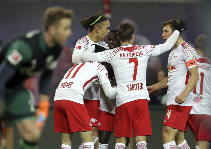 Leipzig's scorer Timo Werner and his teammates celebrate their side's 2nd goal during the German Bundesliga soccer match between RB Leipzig and FC Schalke 04 in Leipzig, Germany, Saturday, Jan. 13, 2018. (AP Photo/Michael Sohn)