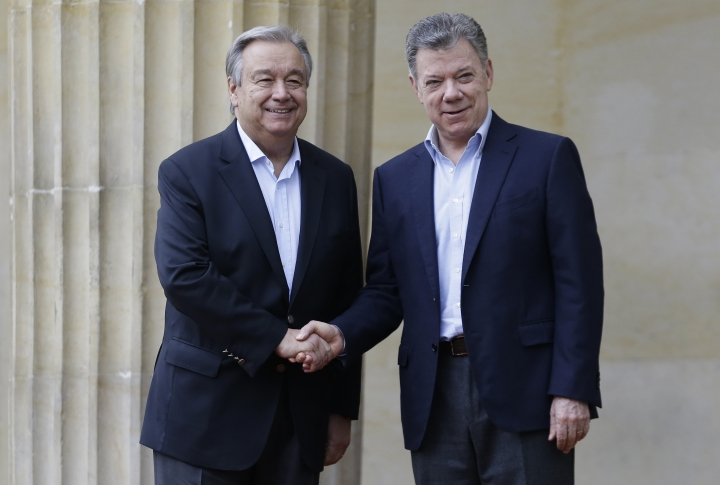U.N. Secretary-General Antonio Guterres, left, and Colombia's President Juan Manuel Santos, shake hands as they pose for photos during a welcoming ceremony at the presidential palace in Bogota, Colombia, Saturday, Jan. 13, 2018. Guterres is in Colombia to support the peace initiatives between Colombia's government and rebels of the National Liberation Army, known by its Spanish acronym ELN. (AP Photo/Fernando Vergara)