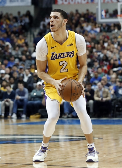 Los Angeles Lakers guard Lonzo Ball (2) prepares to take a three-point shot in the first half of an NBA basketball game against the Dallas Mavericks on Saturday, Jan. 13, 2018, in Dallas. (AP Photo/Tony Gutierrez)
