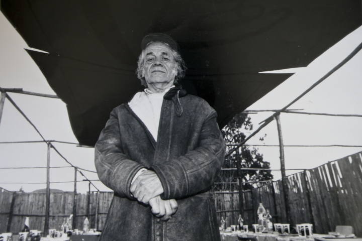 "In this 2001 photo, Nicanor Parra poses for a portrait during a commemoration in honor of Chilean poet Vicente Huidobro, in Cartagena, Chile. Parra, a Chilean physicist, mathematician and self-described ""anti-poet"" whose eccentric writings won him a leading place in Latin American literature, died Tuesday, Jan. 23, 2018. He was 103. (AP Photo/Alvaro Hoppe)"