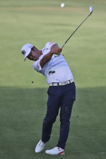 Japan's Hideto Tanihara plays a shot on the 14th hole during the first round of the Dubai Desert Classic golf tournament in Dubai, United Arab Emirates, Thursday, Jan. 25, 2018. (AP Photo/Kamran Jebreili)